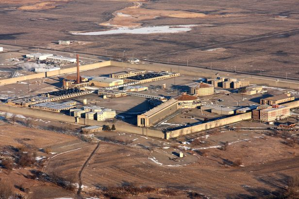 1200px-Stateville_Correctional_Center